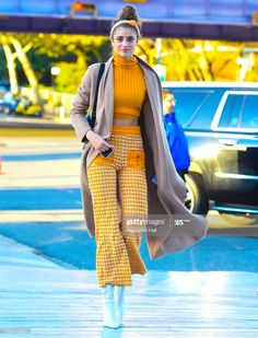 Taylor Hill, High Fashion, Fashion Show, Celebrity Updates, Models Off Duty, Fall Sweaters, Chic Dress, Celebs, Celebrities