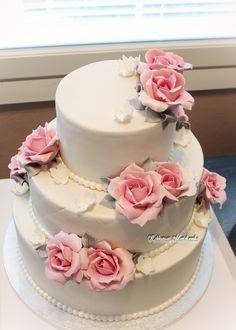 Hääkakku vaaleanpunaisin ruusuin  Wedding Cake with light pink roses