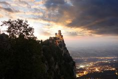 Rocca della Guaita the oldest of the Three Towers of San Marino Italy San Marino Italy, Life Is Beautiful, Beautiful Places, Top Country, Fountain Of Youth, Cool Photos, Amazing Photos, Monument Valley, Countryside