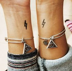 ▷ 1001 + ideas for best friend tattoos to celebrate your friendship with small lightning, wrist tattoos, friendship tattoo ideas, deathly hallows bracelets, harry potter isnpired Tatoo Best Friends, Cute Best Friend Tattoos, Tattoos For Friends, Wrist Tattoos, Mini Tattoos, Small Tattoos, Tattoo Forearm, Flower Tattoos, Hp Tattoo