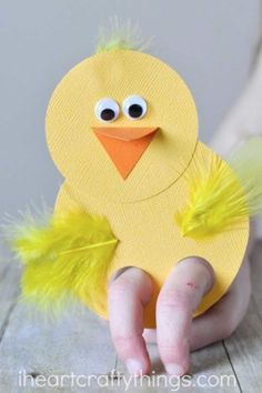 Hopping Fun Easter Crafts for Kids Chick Finger Puppets: This darling craft is a sweet toy your kids can play with too! After making these together, kids can continue the fun by putting on a finger puppet show. Click through to find more simple, easy a Easter Crafts To Make, Beach Crafts For Kids, Easter Crafts For Toddlers, Bunny Crafts, Kids Crafts, Easy Crafts, Easter Ideas, Preschool Easter Crafts, Arts And Crafts For Kids Easy