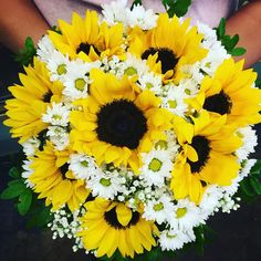 #wedding from last week! #beautiful #bold #sunflowers ! So #showy when they are put together with the #white #daisies and #babiesbreath !