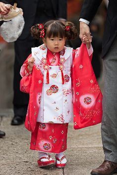 七五三節 Shichi-Go-San --adorable girl in kimono