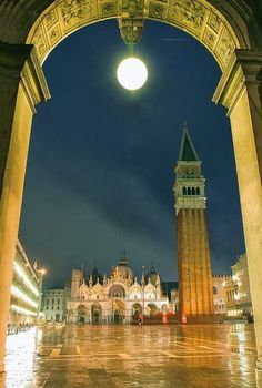 St Marcos Square at Night, Venice Italy shared by Wil Vendeldor google+