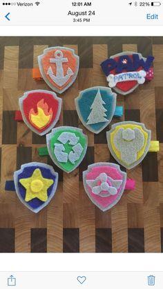 Insignias de Paw Patrol para los invitados, hechas con goma eva o género.