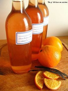 Vin d'orange - Un p'tit tour en cuisine ! (Use Seville oranges for a more bitter taste) Cider Cocktails, Cocktail Drinks, Alcoholic Drinks, Homemade Alcohol, Homemade Wine, Drink Recipe Book, Orange Wine, Cookery Books, Smoothies