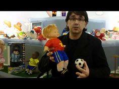 La empresa de Onil Berjuan fabrica el muñeco de la Eurocopa. Un juguete con el que quieren convencer a los niños de que se puede jugar con algo más que una pelota. De momento a conquistado a los distribuidores que ya le han encargado versiones de otros países como Argentina y de equipos locales como el Sevilla.  Más en http://tusiniciativas.com/berjuan
