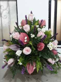 Selecting The Flower Arrangement For Church Weddings – Bridezilla Flowers Altar Flowers, Church Flowers, Funeral Flowers, Silk Flowers, Spring Flowers, Wedding Flowers, Large Flower Arrangements, Funeral Flower Arrangements, Ikebana Flower Arrangement