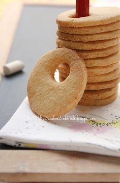Biscotti di mais e mandorle Biscotti Cookies, Milk Cookies, Biscuits, Cake & Co, Oatmeal Chocolate Chip Cookies, Italian Cookies, Cookie Desserts, Italian Recipes, Sweet Recipes