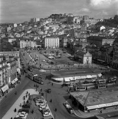 Largo do Martim Moniz, 1962 Places In Portugal, Tramway, Iberian Peninsula, Time Photography, Wide World, Most Beautiful Cities, Dogs Of The World, Old Photos, Places To Travel