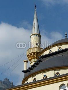 Minarett und Kuppel der Moschee in Dogancay bei Adapazari in der Provinz Sakarya in Anatolien