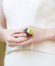 43 Wearable Flower Wedding Accessories | HappyWedd.com #PinoftheDay #wearable #flower #wedding #accessories