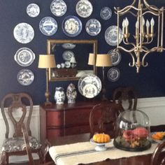 Navy walls with Spode plates Dining Room Blue, Navy Walls, Mirror Plates, Navy Blue, Blue And White, Antique Plates, Dining Room Lighting, Sideboard, Indigo