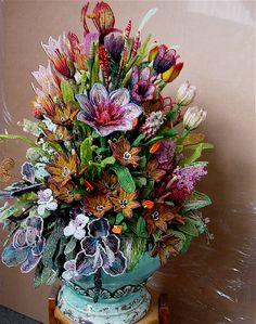 Beaded flowers, Mario Rivoli. Amazing, beautiful work - Curleytop1!