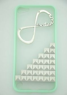 I'm in LOVE with this case ! i thing i might get it ! I love how you will still be able to see my pink iPod :) xx