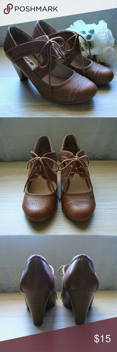 """American Eagle / 🍄Brown Oxford Heels Vintage inspired brown oxford heels. Stacked 3"""" heel. Lace up. In excellent condition, only worn 2-3 times. American Eagle by Payless Shoes Heels"""