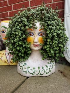 Too cool! Wish I had this planter! Too cool! Wish I had this planter! Garden Crafts, Diy Garden Decor, Garden Projects, Bottle Garden, Garden Pots, Planter Garden, Plastic Bottle Art, Fleurs Diy, Easy Care Plants