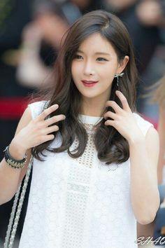 biodata Hyun Young