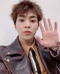 e_xiu_o update : 하이파이브? High Five Hi Five 안녕 5 곧 만나자 Don't Mess Up My Tempo Xiumin Instagram, Close Up, Exo Korea, Seoul Korea, Hi Five, Chanyeol Baekhyun, Exo Official, Xiuchen, Kim Min Seok