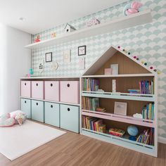 Nicho casinha para organizar brinquedos, livros e muito mais. Baby Bedroom, Girls Bedroom, Nursery Room Decor, Bedroom Decor, Creative Kids Rooms, Girl Bedroom Designs, Kids Room Design, Living Room Remodel, Little Girl Rooms