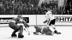 Canada/Russia 1972 Summit Series: Esposito and Tretiek. Hockey Stuff, Hockey Teams, Hockey Players, Canada Cup, Phil Esposito, Summit Series, Vancouver Canucks, My Themes, Stanley Cup