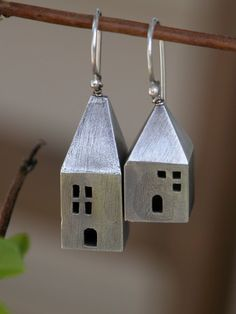 Love the fact that these are asymmetric! Little cottage earrings | Dina Alexander, Etsy