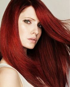"""Red hair is not for the faint of the heart. Red hair color is a fierce and bold hair colorRead More Bold & Beautiful Bright Red Hair Color Shades & Hairstyles"""" Red Burgundy Hair Color, Bright Red Hair, Dark Red Hair, Red Color, Brown Hair, Pelo Color Borgoña, Hair Color Shades, Hair Dos, Pretty Hairstyles"""