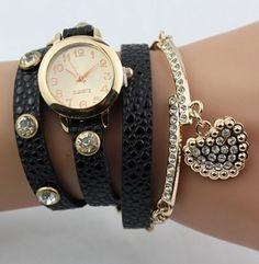 10510988ffc Vintage dámské hodinky s přívěskem ve tvaru srdce Quartz s černým páskem Na  tento produkt se