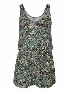 Cute floral jumpsuit from VERO MODA. Love this for festival!! #veromoda #festival #summer #fashion
