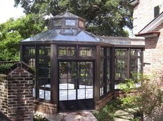 LOVE THIS GREENHOUSE !!! YES PLEASE!!!