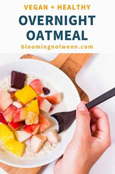 Start your day the right way with Easy Overnight Oats! This oatmeal recipe is vegan, rich in protein, easy, delicious and great for meal prep! Banana Oatmeal Recipe, Vegan Oatmeal, Oats Recipes, Vegan Recipes, Vegan Overnight Oats, Healthy Vegan Breakfast, Healthy Grains, Vegan Meal Prep, Oatmeal Chocolate Chip Cookies