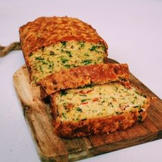 Cheesy Tomato & Spinach Savoury Loaf: Baking Recipes - - For the love of an Australian savoury muffin but less guilty . I bring you savoury loaf of the dreamy one bowl, Italiany variety! Savory Bread Recipe, Savory Muffins, Loaf Recipes, Savory Snacks, Baking Recipes, Quiche Recipes, Savoury Recipes, Vegetable Bread, Vegetable Dishes
