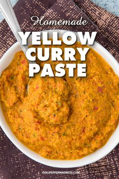 Use this easy yellow curry paste recipe to make your own fresh homemade spicy curries, sauces, soups and stews. Yellow Curry Chicken, Yellow Curry Paste, Veg Dishes, Curry Dishes, Spicy Chicken Recipes, Curry Recipes, Curry Seasoning, Curry Sauce, Seasoning Mixes