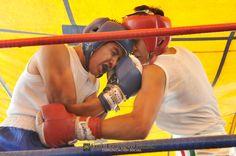 Nezahualcóyotl, Méx. 22 Abril 2013. Giovanni Cruz se impuso a Juan Pérez (de azul y blanco).                                                                                                                                                                               Foto. Francisco Gómez