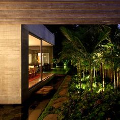 architectural photographer Leonardo Finotti's photos of a house for a couple of art collectors and their children designed bySão Paulo architectIsay Weinfeld.