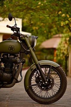 Rajaputna Modified Bullets - awesome military green modified royal enfield classic 350 by modified bullets. Royal Enfield Blue, Royal Enfield Classic 350cc, Royal Enfield India, Enfield Bike, Enfield Motorcycle, Bobber Motorcycle, Ducati, Honda Cb750, Bullet Modified