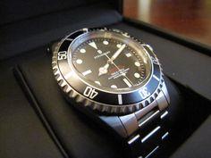 Steinhart, vintage Ocean One Red Steinhart Watches mens luxury watch. Steinhart Ocean One, Steinhart Watch, Best Looking Watches, Affordable Watches, Rolex Submariner, Luxury Watches For Men, Mechanical Watch, Chronograph, Clocks
