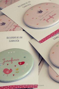 Pins grandes con carton, todo ser personaliza a eleccion. #pin #nacimiento #souvenir #clinica #bautismo