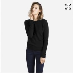 Everlane cashmere crew (pine green) Excellent condition. This color is no longer in stock Everlane Sweaters Crew & Scoop Necks