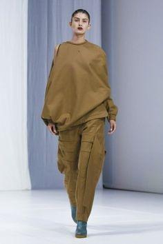 Chalayan Ready To Wear Fall Winter 2018 London Live Fashion, Fashion Show, Runway Fashion, Latest Fashion, Ready To Wear, 18th, Fashion Photography, Fall Winter, Women Wear
