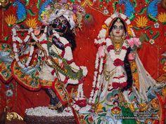 http://harekrishnawallpapers.com/sri-sri-radha-parthasarathi-iskcon-delhi-wallpaper-001/