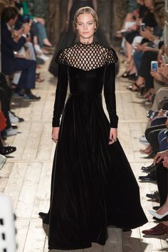 Laird Borrelli-Persson, Vogue.com Archive Editor - I mean, really, how is one to choose, even just for fun, among the riches at Valentino—especially if you've always had a thing for ruffs? While the collection put me in the mood of The Decameron and a medieval painting of a merry bunch listening to stories as they sit in a verdant, grassy garden lined with noble, shade-giving trees, this velvet dress seems more suited for an interior, one filled with tapestries and leadlights. It's easy to…