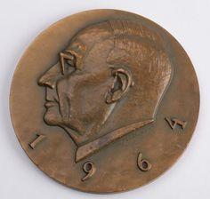 Eino Saari (1894 - 1971) oli Metsätehon vt. toiminnanjohtajana vuosina 1945 - 1946. Hän toimi lisäksi kansantaloudellisen metsäekonomian professorina, Tampereen yliopiston kanslerina, sosiaaliministerinä ja kansanedustajana. Eino Saarta pidetään suomalaisen metsätaloustieteen perustaja. Hän loi 1940-luvulla metsänhoitajien koulutuksen puukaupallisen linjan, josta kehittyi menestyksellinen opinto-ohjelma.