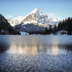Freezing mountain lake. Obersee Glarus, Schweiz/Switzerland