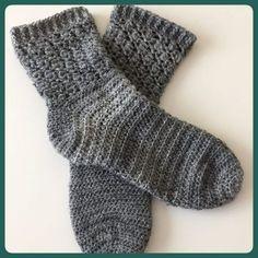 eenvoudige gehaakte sokken 1 Crochet Boot Socks, Crochet Mittens, Crochet Gloves, Crochet Slippers, Diy Crochet, Knitting Socks, Hand Crochet, Crochet Baby, Crochet Ideas