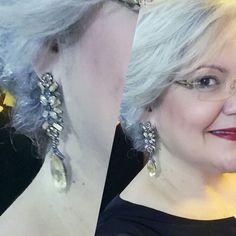 Nuestra bella happy customer @ohmontero Ejemplo de autenticidad y buen gusto. Luciendo estos bellos aretes de la colección #sparklingdays #earrings #party #sparkling #woman #silverhair