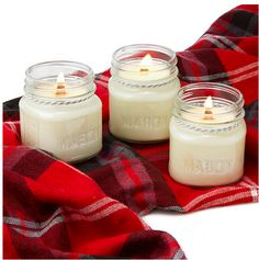 Crackling candles that mimic the sound of a yule log and the scent of a Christmas tree.