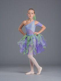 Ballando Ballando, l'atelier di moda per la danza. Ampio catalogo di costumi danza moderna sartoriali per bambini, personalizzabili su richiesta.