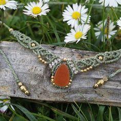 🌼 now available in Etsy! #makramee #necklace #daisy #gänseblümchen #macrame #macrameart #macramelove #gemstone #edelstein #achat #achatstone #handmade #handgemacht #handicraft #kette #makrameeschmuck #schmuck #festivaljewelry #festivalseason #bohojewelry #nature #sonya6000 #sonyalpha6000 #madewithlove #madeinberlin #berlin #blume #etsy #etsyjewelry #etsygermany