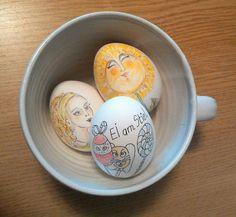 Osterfrühstücks-Eier gekocht und bemalt